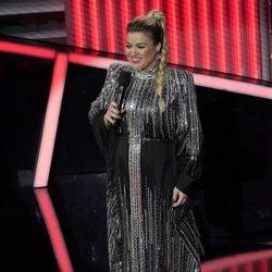 Kelly Clarkson ejerciendo de presentadora de los Billboard Music Awards 2020