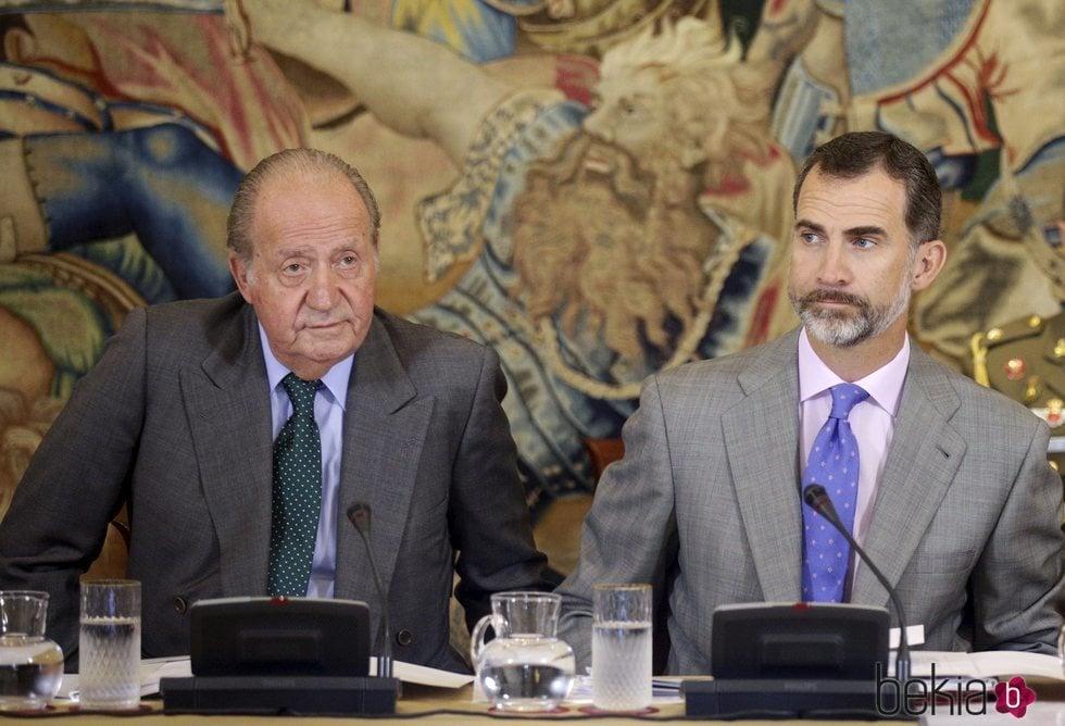 El Rey Felipe y el Rey Juan Carlos en un encuentro de COTEC en La Zarzuela