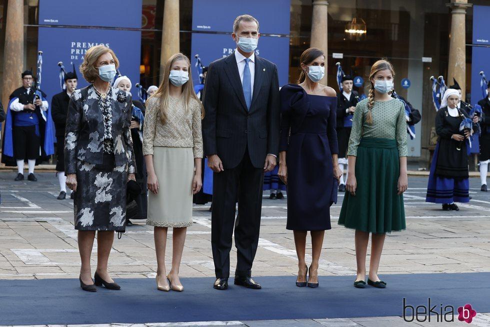 Los Reyes Felipe y Letizia, la Princesa Leonor, la Infanta Sofía y la Reina Sofía en los Premios Princesa de Asturias 2020