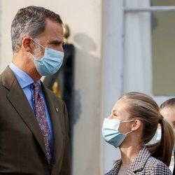 El Rey Felipe y la Princesa Leonor, muy cómplices en Somao, Pueblo Ejemplar de Asturias 2020