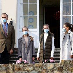 Los Reyes Felipe y Letizia y sus hijas Leonor y Sofía en Somao, Pueblo Ejemplar de Asturias 2020