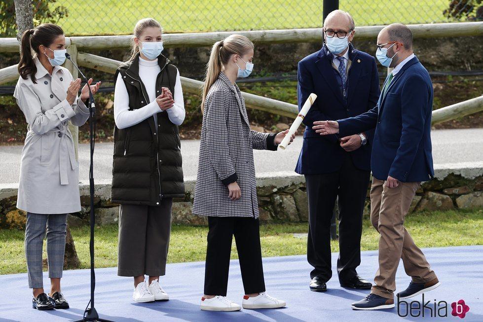 La Princesa Leonor hace entrega del diploma que acredita a Somao como Pueblo Ejemplar de Asturias 2020
