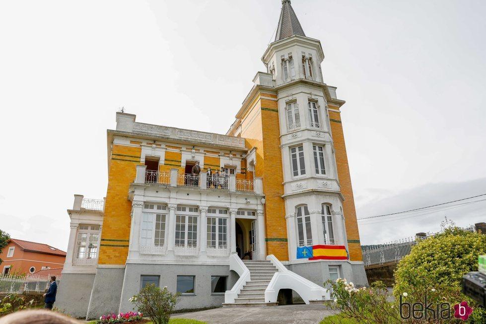 La Familia Real en la Casa Amarilla de Somao, Pueblo Ejemplar de Asturias 2020