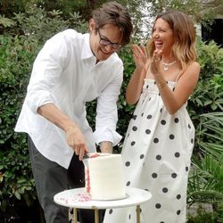 Ashley Tisdale y Christopher French anunciando el sexo de su primer hijo