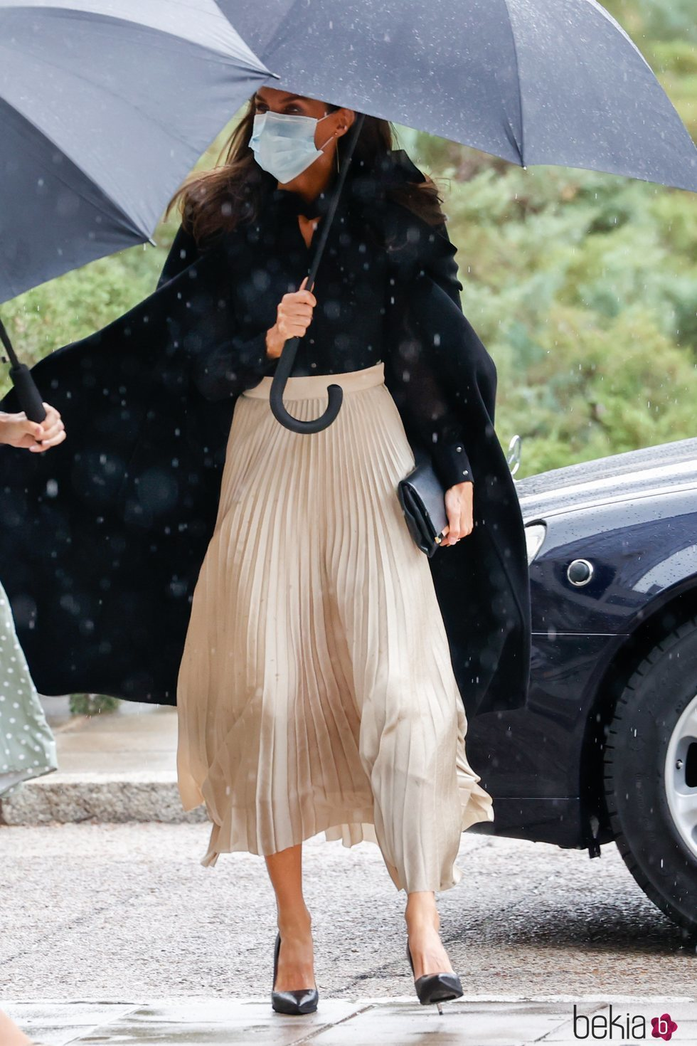 La Reina Letizia a su llegada a la entrega de la VI edición de los Premios Nacionales de la Industria de la Moda