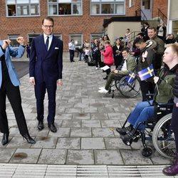 Victoria y Daniel de Suecia en la Rinman Special School de Eskilstuna en Södermanland