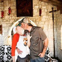 Gwen Stefani y Blake Shelton anunciando su boda