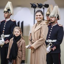 Victoria de Suecia y Estela de Suecia en la inauguración del puente Slussbron en Estocolmo