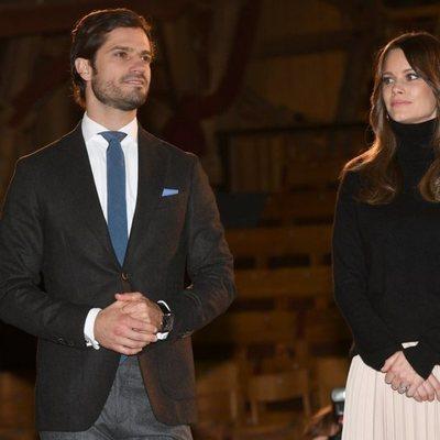 Carlos Felipe y Sofia de Suecia en el Teatro Västanå de Sunne en su visita a Värmland