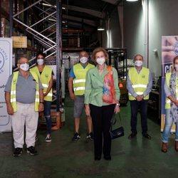 La Reina Sofía durante su visita al Banco de Alimentos de Las Palmas de Gran Canaria
