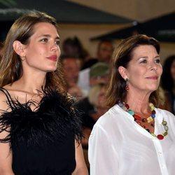 Carolina de Mónaco y Carlota Casiraghi en un concurso hípico en Mónaco