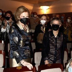 La Reina Sofía acude a un concierto benéfico en Madrid junto a su hermana Irene