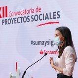 La Reina Letizia dando un discurso en la XII Convocatoria de Proyectos Sociales del Banco Santander