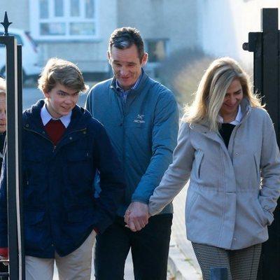 La Infanta Cristina e Iñaki Urdangarin con su hijo Miguel Urdangarin y Claire Liebaert en Vitoria
