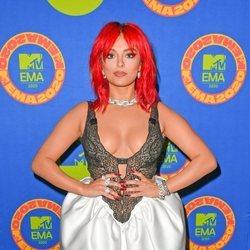Bebe Rexha en la alfombra roja de los MTV EMA 2020