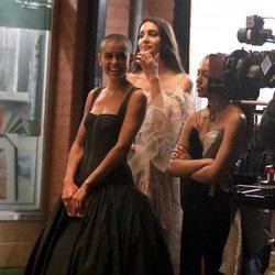 Jordan Alexander y Zion Moreno en el rodaje del reboot de 'Gossip Girl'