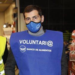 Iker Casillas como voluntario en la campaña de la recogida del Banco de Alimentos