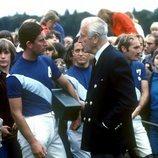 El Príncipe Carlos y Lord Mountbatten en un partido de polo