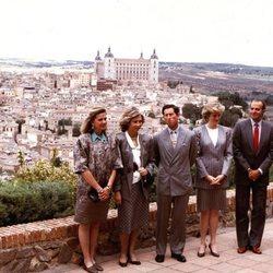 El Príncipe Carlos y Lady Di con los Reyes Juan Carlos y Sofía y las Infantas Elena y Cristina