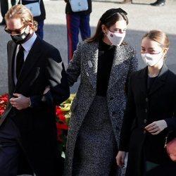 Andrea Casiraghi y Tatiana Santo Domingo con Alexandra de Hannover en el Día Nacional de Mónaco 2020