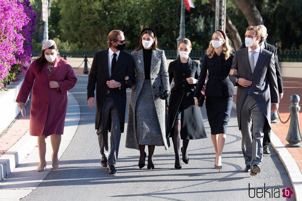Andrea Casiraghi, Tatiana Santo Domingo, Pierre Casiraghi, Beatrice Borromeo, Alexandra de Hannover y Mélanie-Antoinette de Massy en el Día Nacional de Món