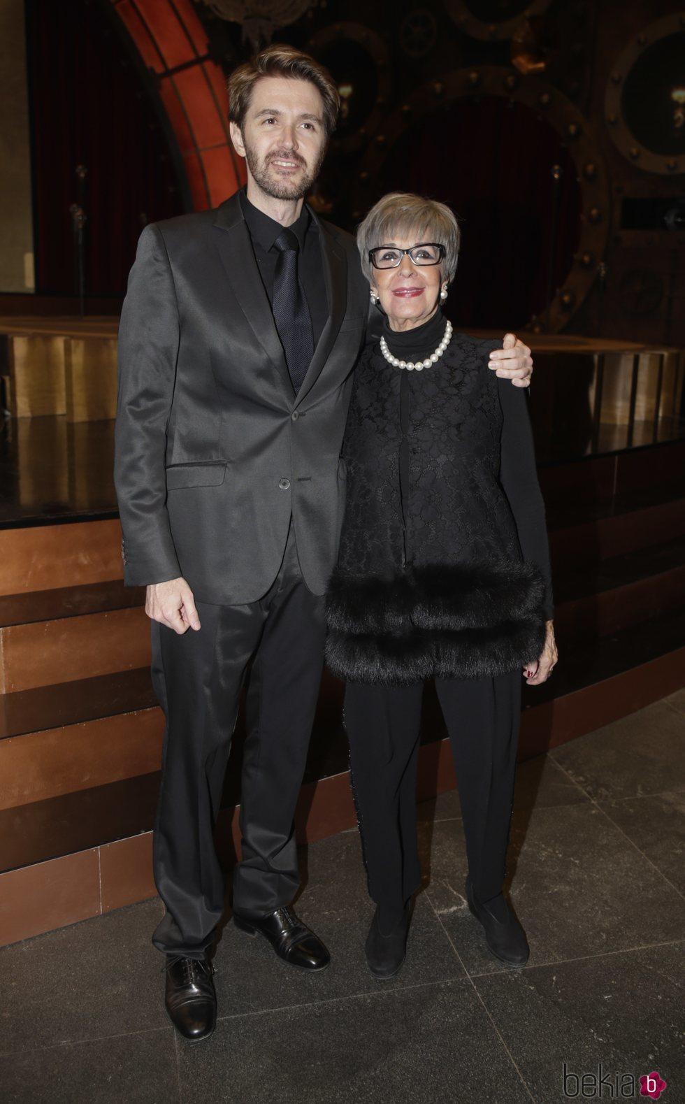 Concha Velasco y su hijo Manuel Martínez Velasco