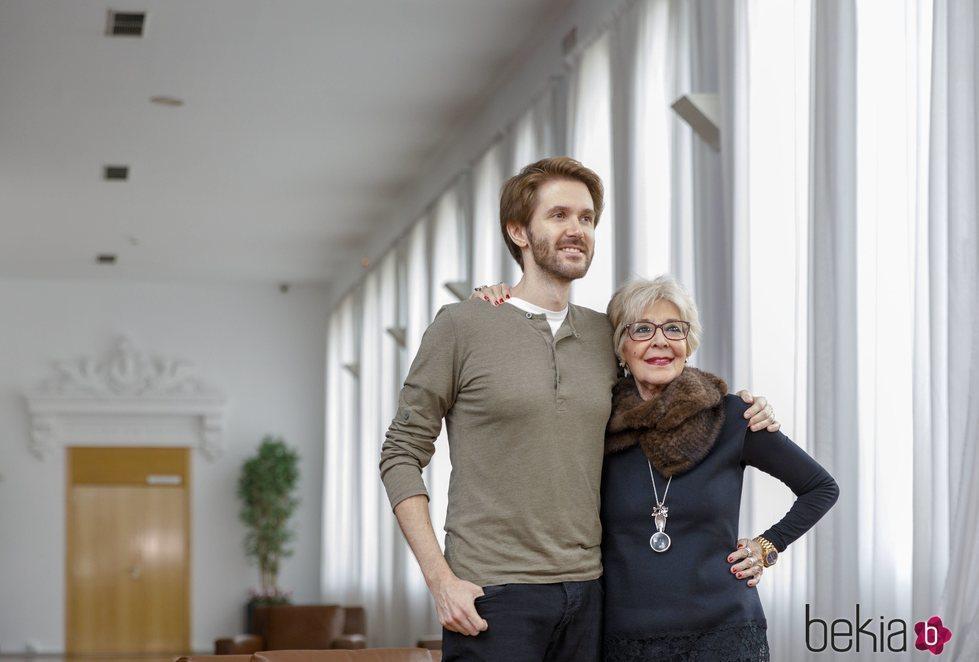 Concha Velasco y su hijo Manuel Martínez Velasco en Valladolid