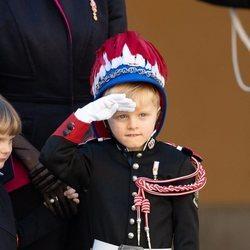 Jacques de Mónaco haciendo el saludo militar en el Día Nacional de Mónaco 2020