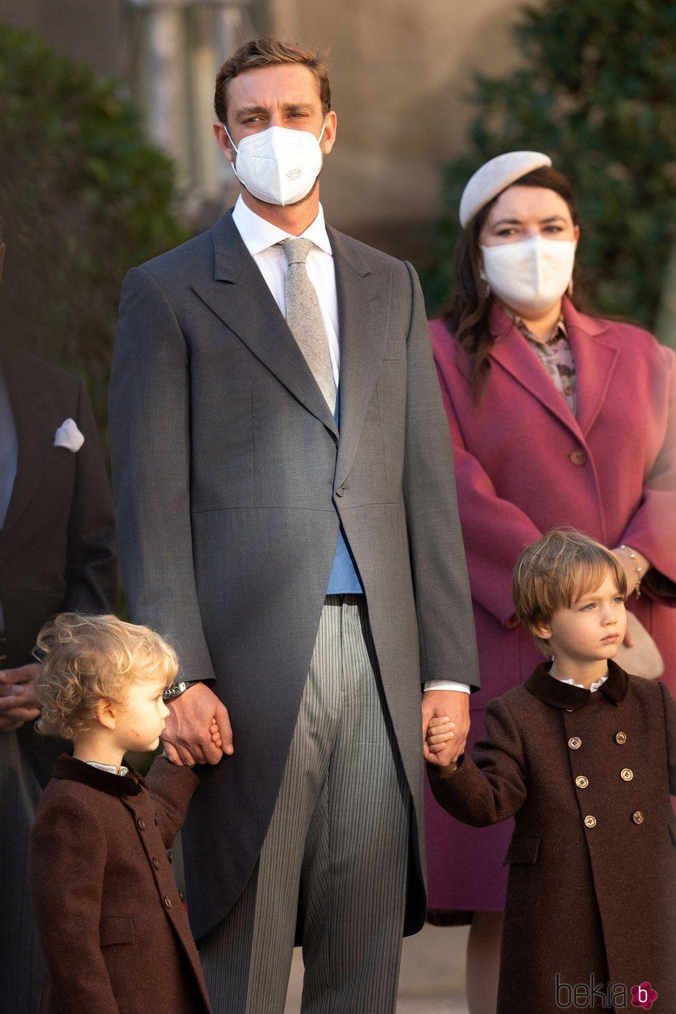 Pierre Casiraghi con sus hijos Stefano y Francesco Casiraghi en el Día Nacional de Mónaco 2020