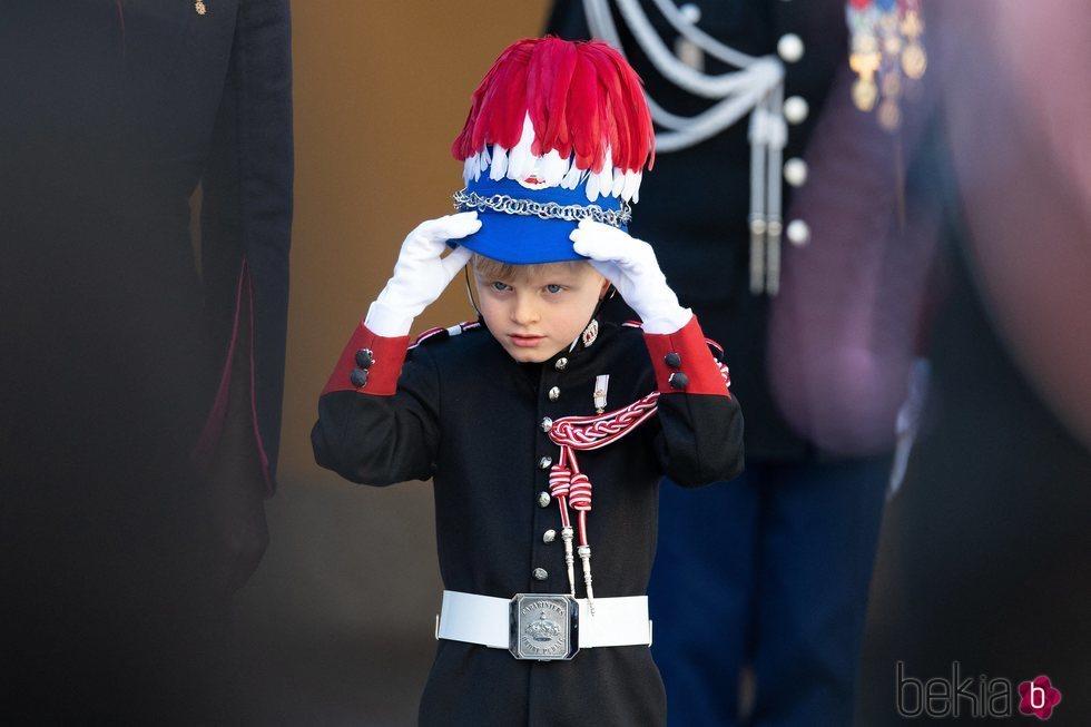 Jacques de Mónaco vestido de carabinero en el Dia Nacional de Mónaco 2020