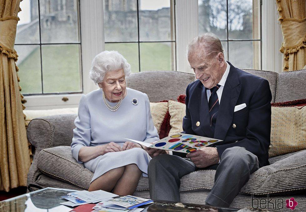 La Reina Isabel y el Duque de Edimburgo en su 73 aniversario de boda