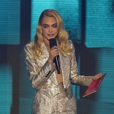 Cara Delevigne presentando los American Music Awards 2020
