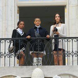 Savannah Lee Smith, Jordan Alexander y Zion Mereno rodando el reboot de 'Gossip girl'
