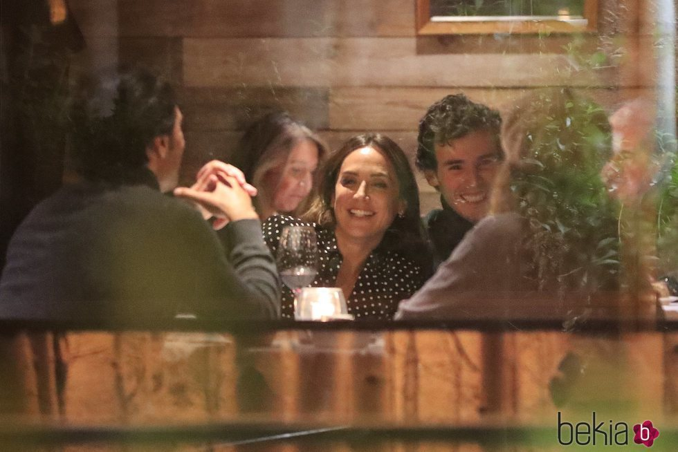 Tamara Falcó e Íñigo Onieva compartiendo cena con unos amigos