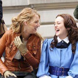 Blake Lively y Leighton Meester en el rodaje de 'Gossip girl' hace años