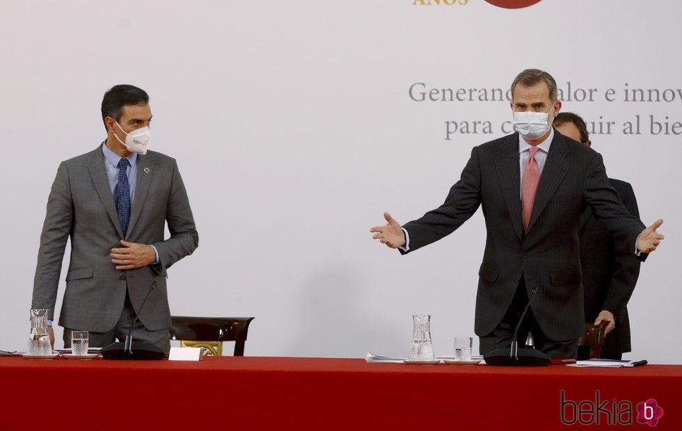 El Rey Felipe con Pedro Sánchez en su reaparición tras su cuarentena preventiva