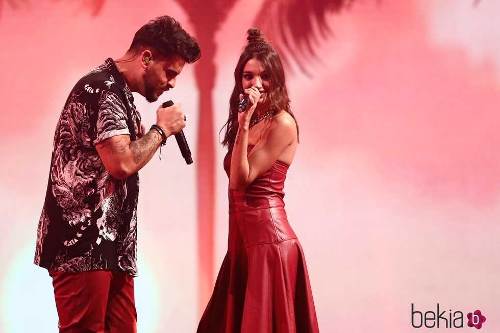 Ana Guerra y Bombai durante su actuación en Los 40 Music Awards 2020