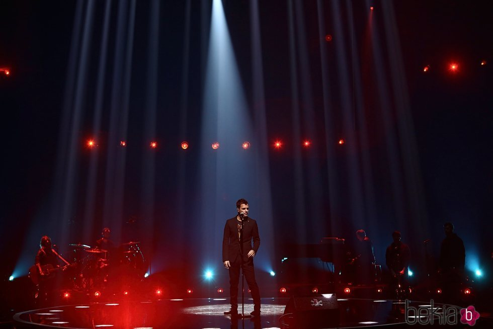 Dani Martín durante su actuación en Los 40 Music Awards 2020