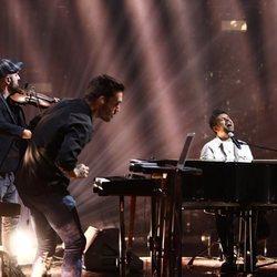 Pablo López durante su actuación en Los 40 Music Awards 2020
