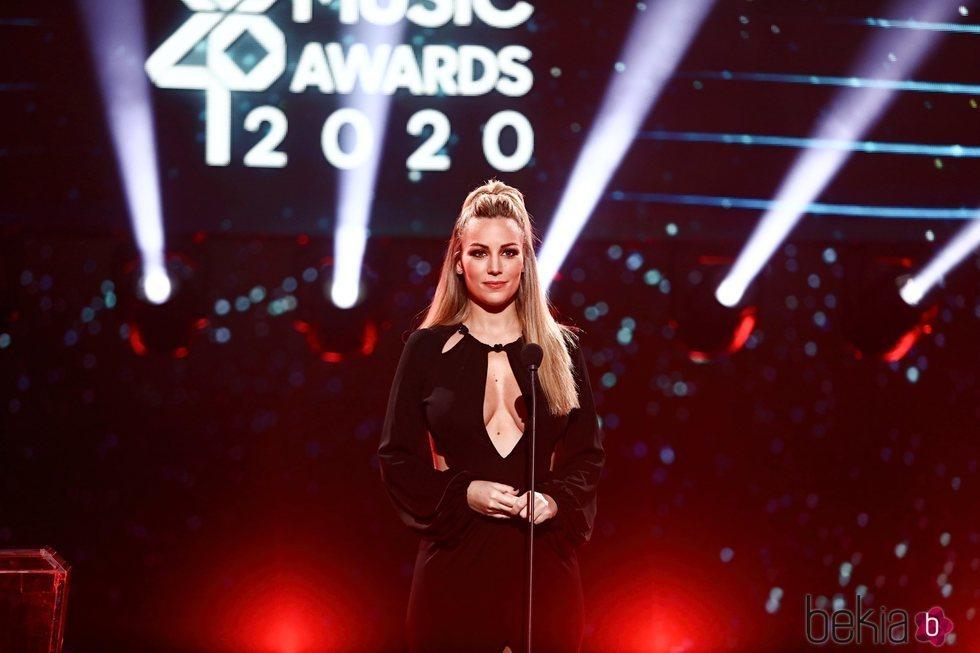 Edurne entregando un premio en Los 40 Music Awards 2020