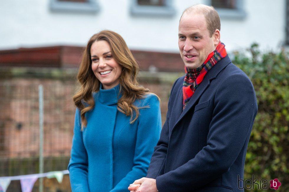 El Príncipe Guillermo y Kate Middleton en una escuela de Berwick upon Tweed durante su Royal Train Tour