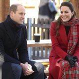 El Príncipe Guillermo y Kate Middleton, muy sonrientes en Cardiff en su Royal Train Tour