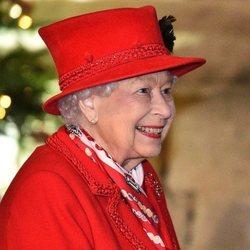 La Reina Isabel, muy feliz al recibir a la Familia Real Británica en Windsor Castle