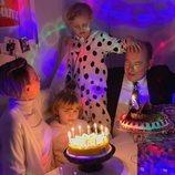 Jacques y Gabriella de Mónaco en su 6 cumpleaños con Alberto y Charlene de Mónaco
