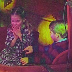 La Princesa Carlota y el Príncipe Jorge de Cambridge viendo el espectáculo 'Pantoland'