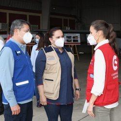 La Reina Letizia con el Presidente de Honduras, Juan Orlando Hernández y la Primera Dama, Ana García, en su viaje humanitario a Honduras