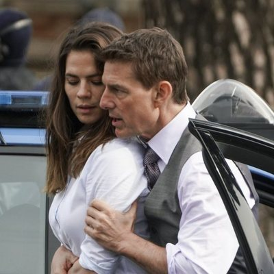 Tom Cruise y Hayley Atwell durante el rodaje de 'Misión imposible 7'