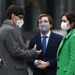 Salvador Illa, Isabel Díaz Ayuso y José Luis Martínez-Almeida en la inauguración del monumento en memoria a los sanitarios fallecidos durante la pandemia