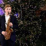 Emmanuel de Bélgica tocando el saxofón en el concierto de Navidad 2020