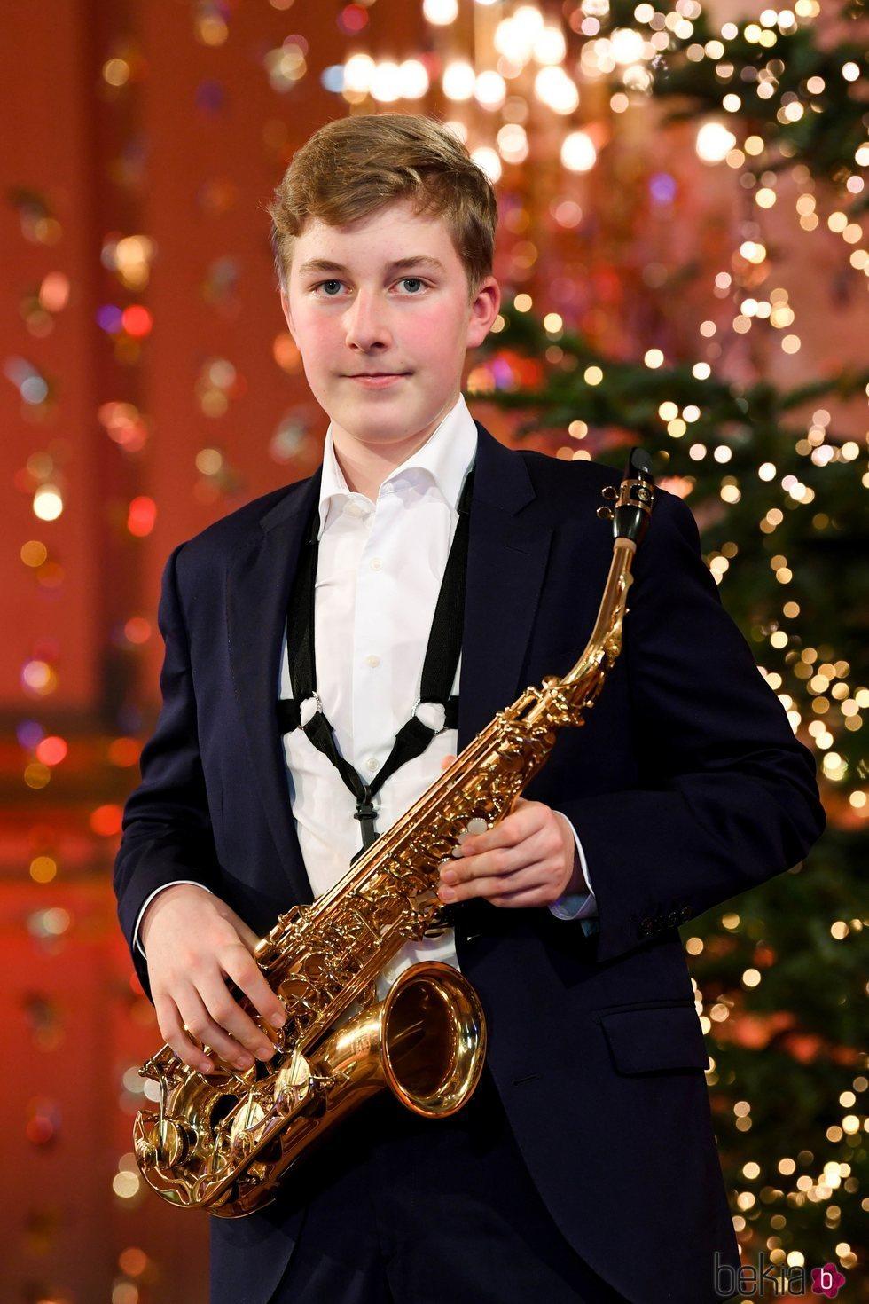 Emmanuel de Bélgica con su saxofón en el concierto de Navidad 2020